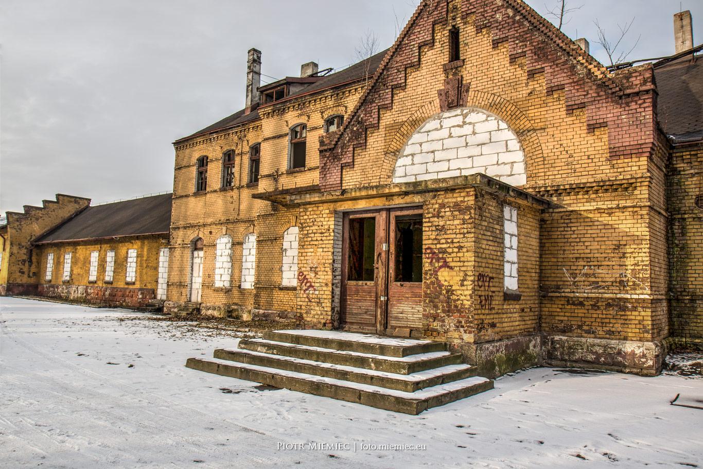Zaniedbany budynek dworca Bytom Bobrek