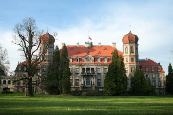 Pałac w Brynku – kwiecień 2010
