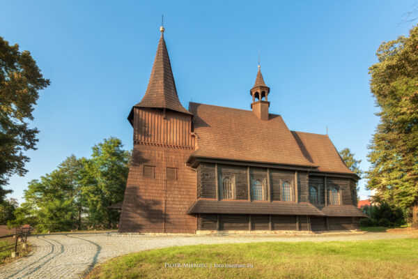 Drewniany kościół w Żernicy