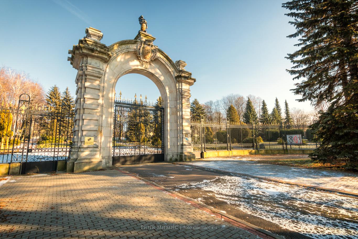 Brama pałacu Donnersmarcków
