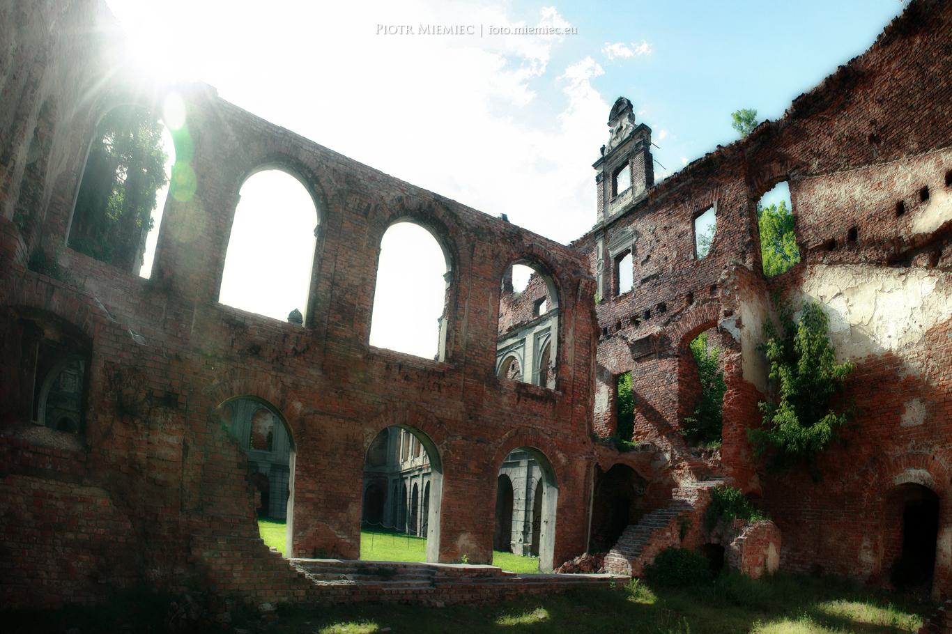 Tworków ruiny pałac