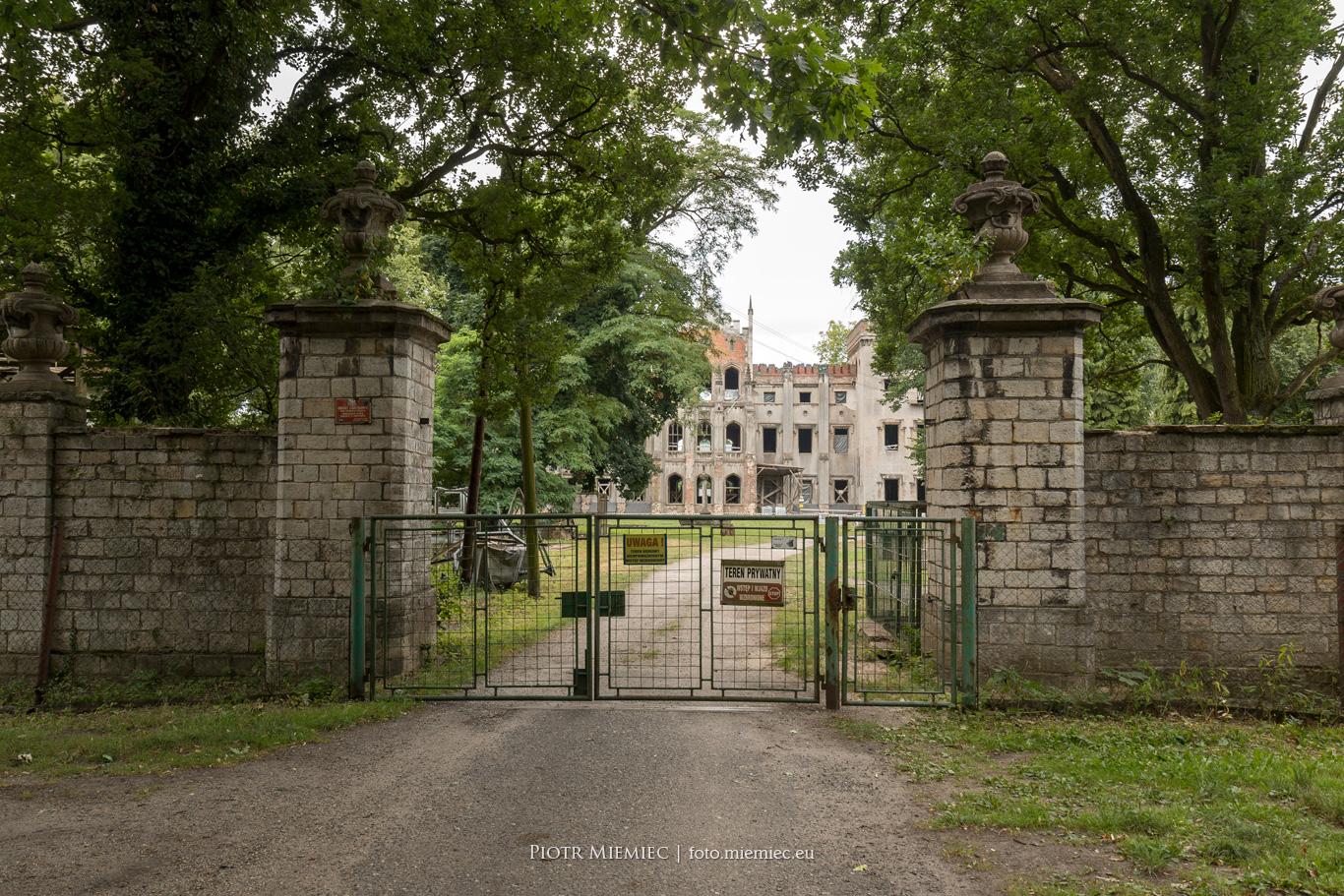 Pałac w Dobrej