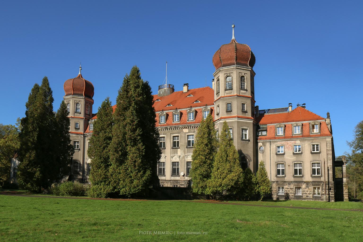 Zespół pałacowo-parkowy w Brynku