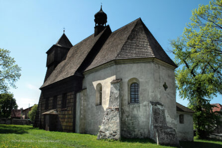 Drewniany kościół w Ostropie – maj 2008