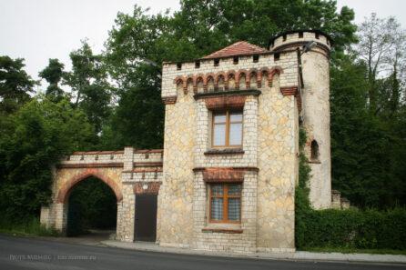 Dobra – brama wjazdowa do parku