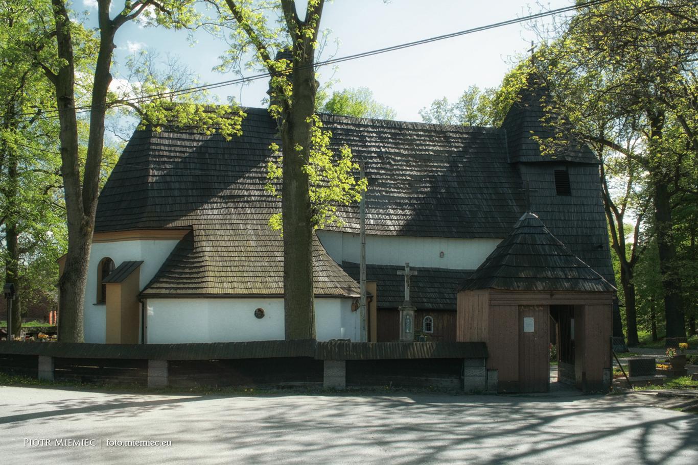 Zabytkowy kościół w Rachowicach