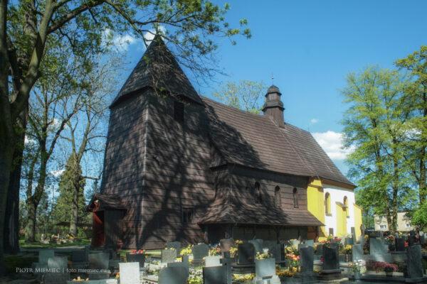 Zabytkowy kościół w Rachowicach – maj 2008