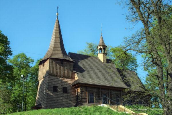 Drewniany kościół w Żernicy – maj 2008