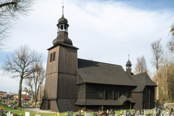 Drewniany kościół w Koszęcinie – kwiecień 2010