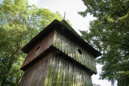 Zabytkowa dzwonnica w Paczynie – sierpień 2011