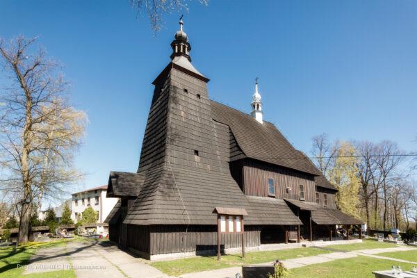 Drewniany kościół w Grzawie