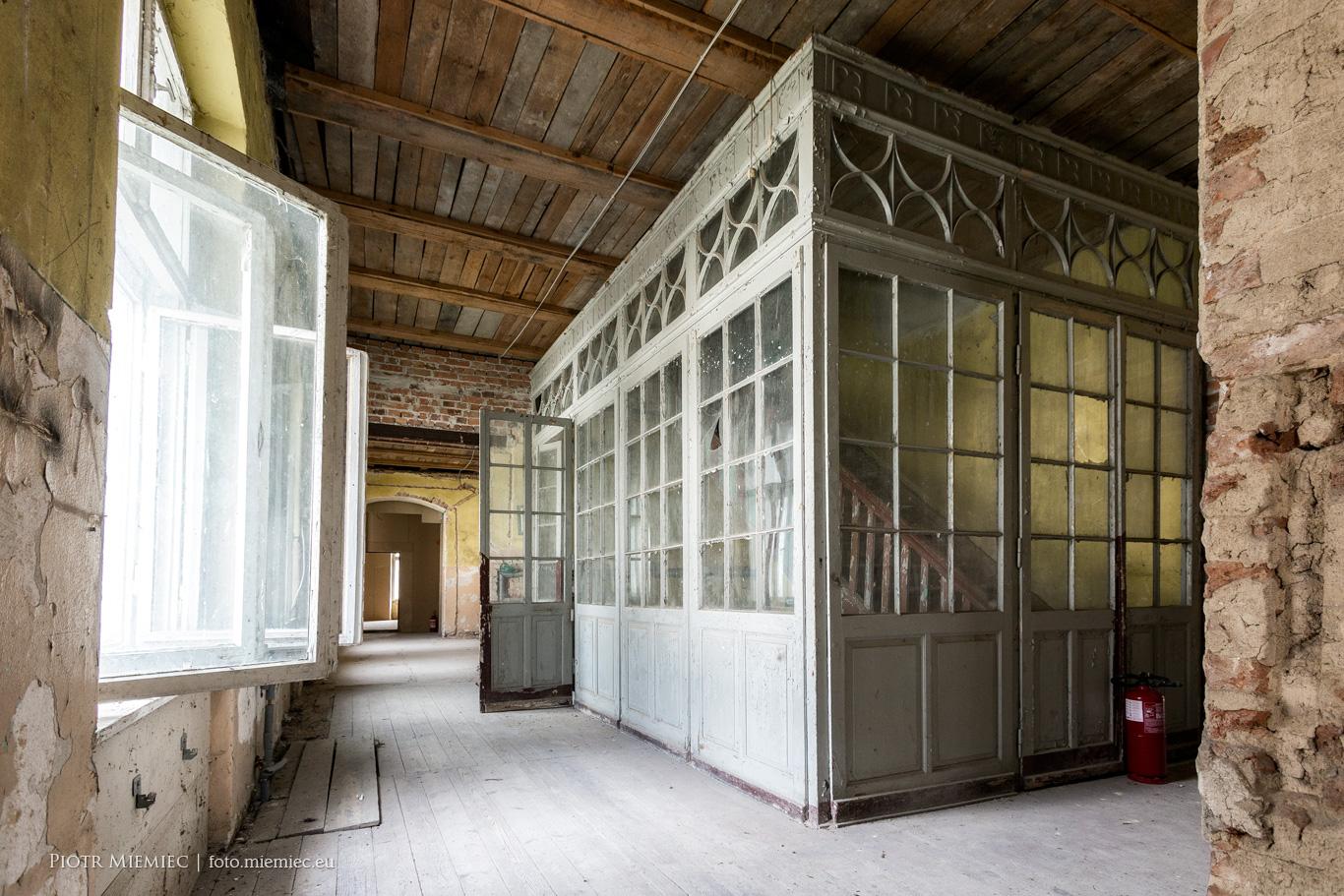 Pałac w Dąbrowie