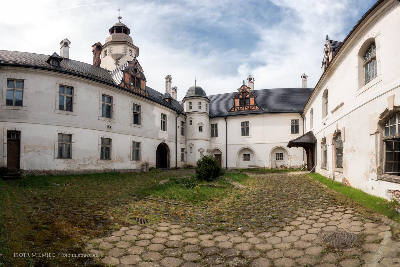 Pałac w Dąbrowie – kwiecień 2018