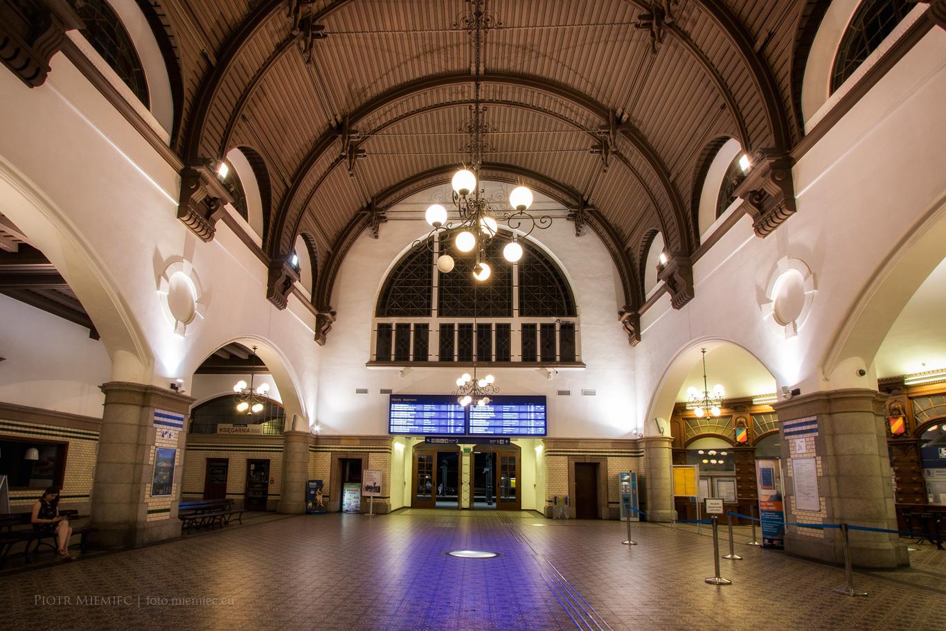 Opole Dworzec kolejowy hol