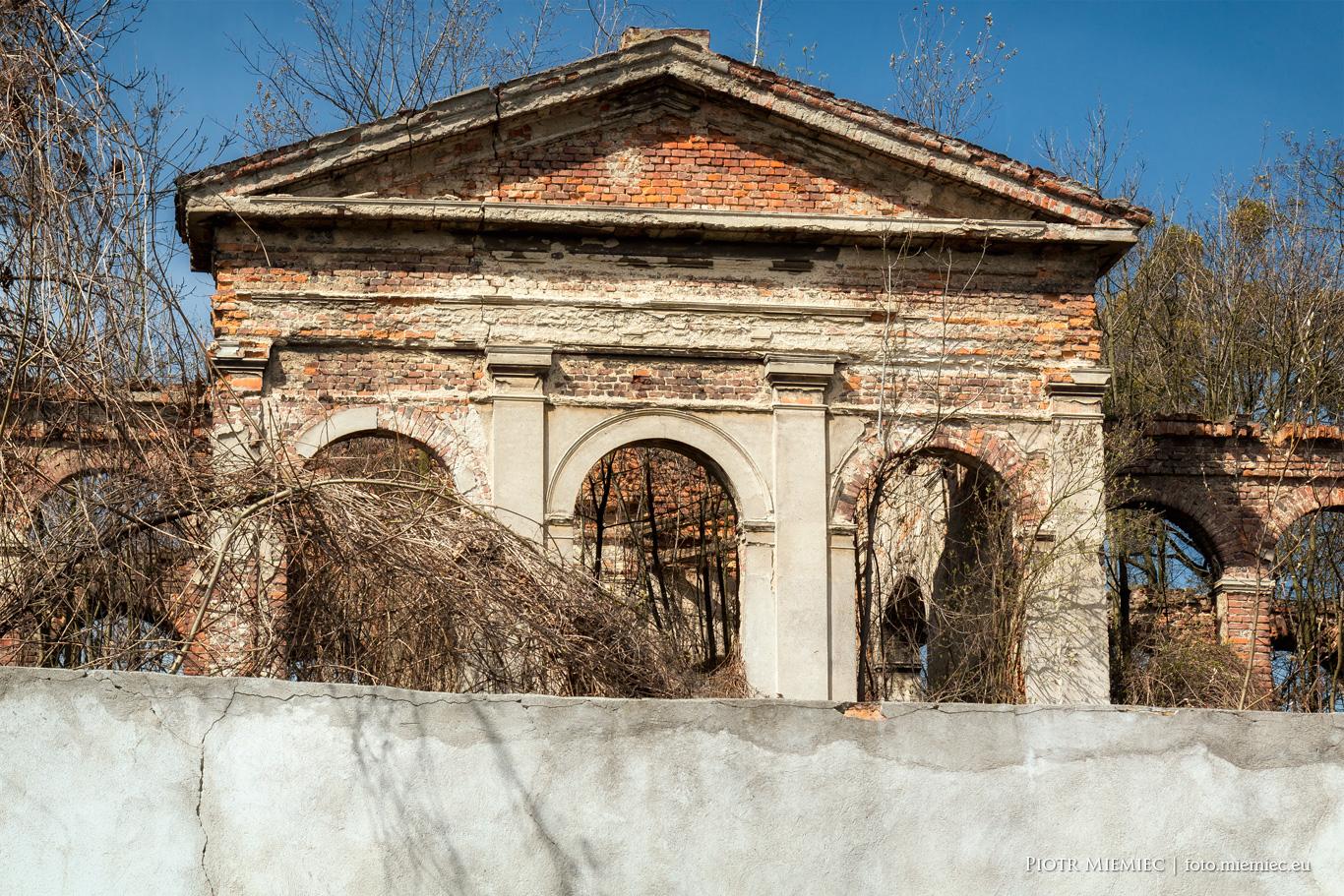 Sławików pałac ruiny