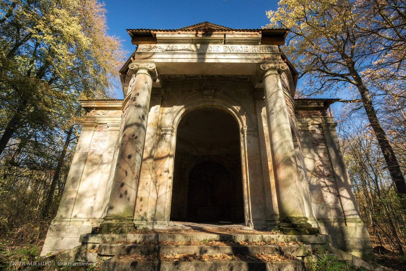 Mauzoleum w Kopiach