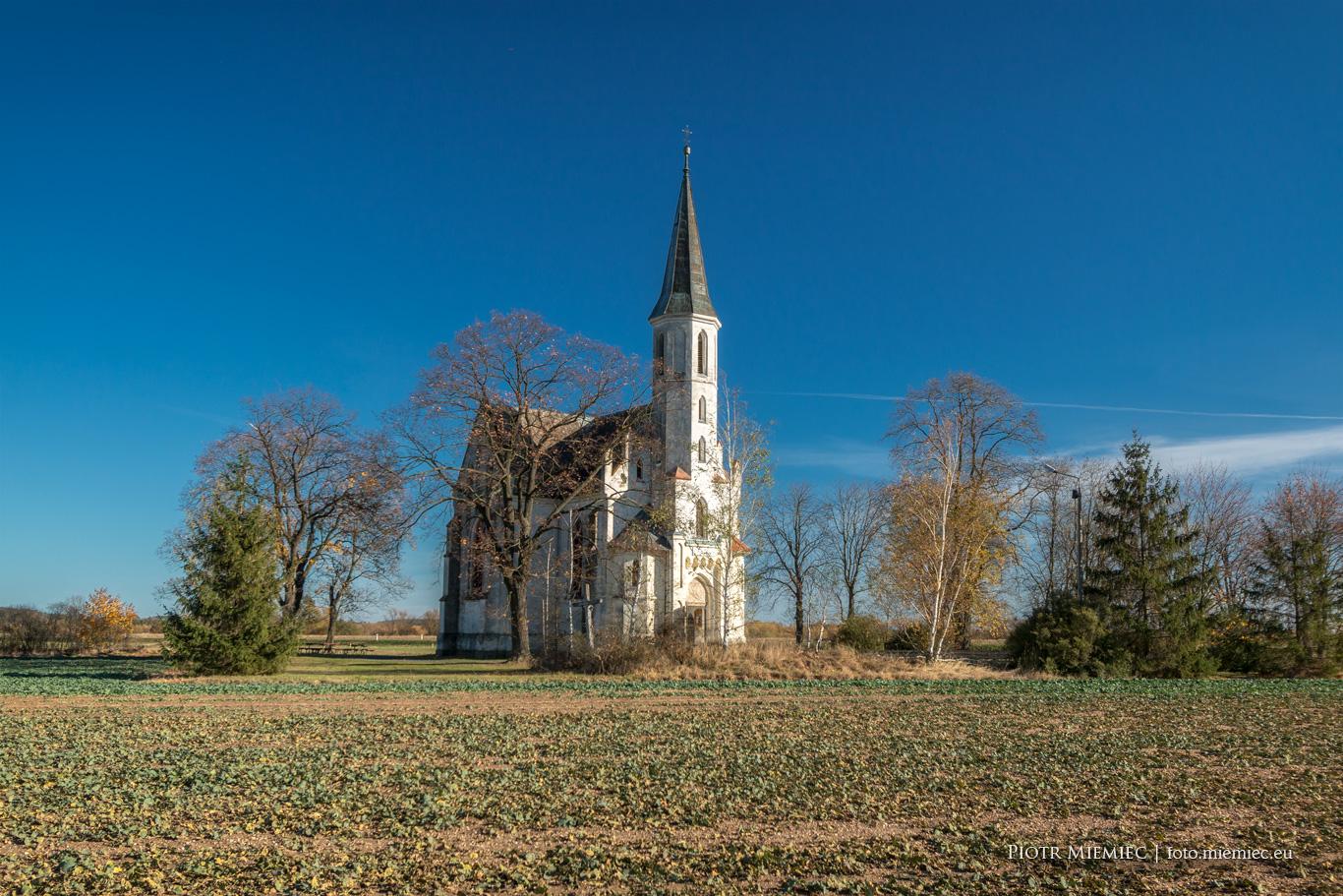 Sidzina - kościół w polu