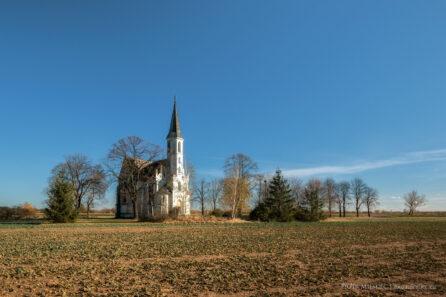 Sidzina – kościół w polu