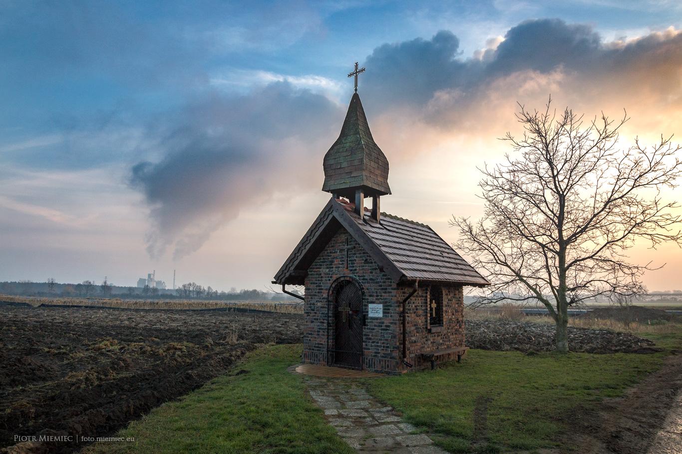 Kąty Opolskie – Kaplica w polu