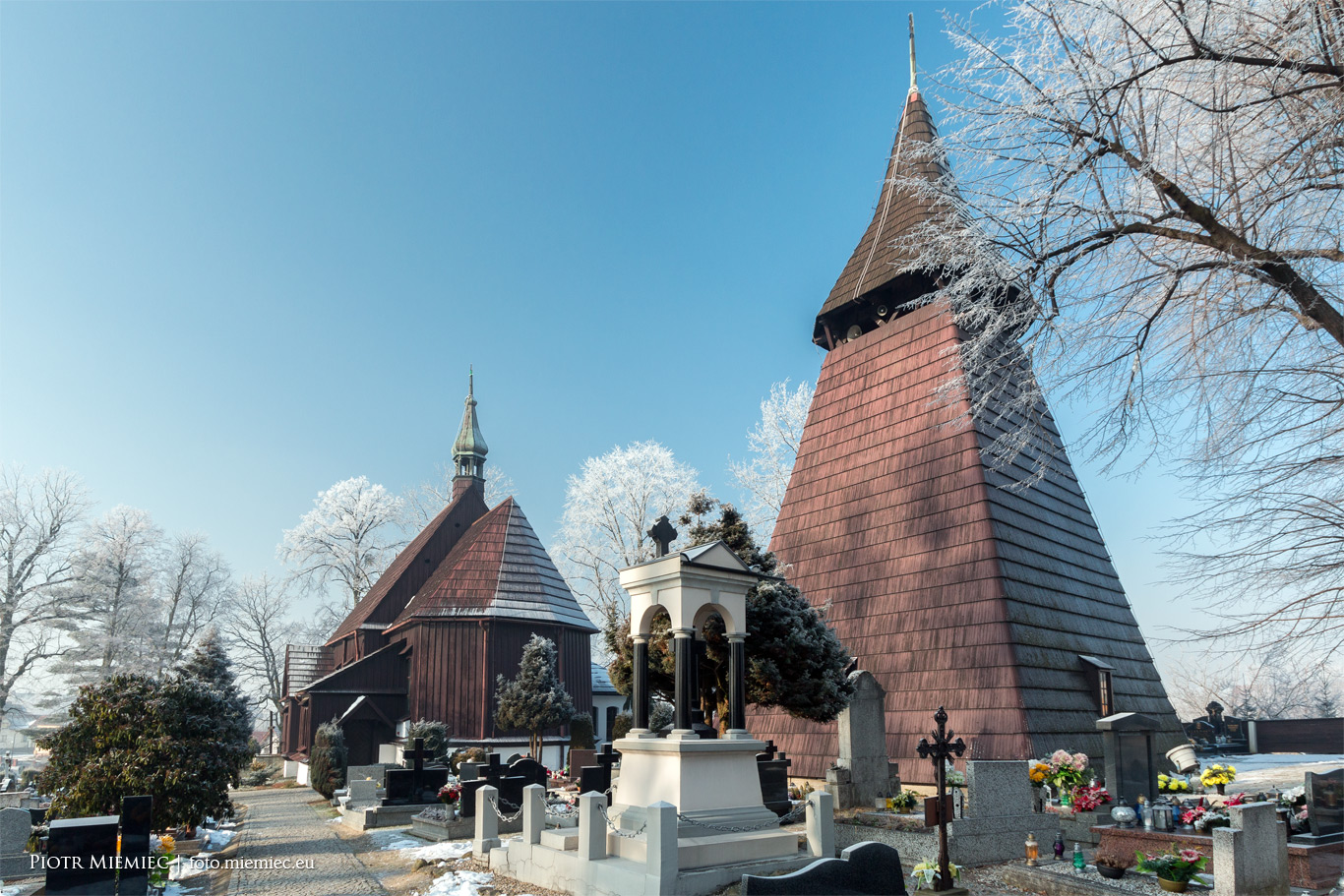 Drewniany kościół w Łące
