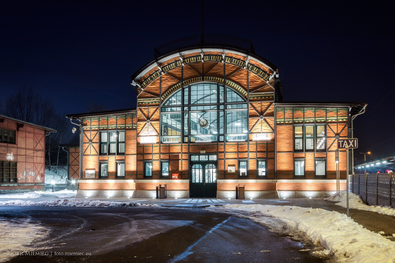 Dworzec kolejowy w Chebziu