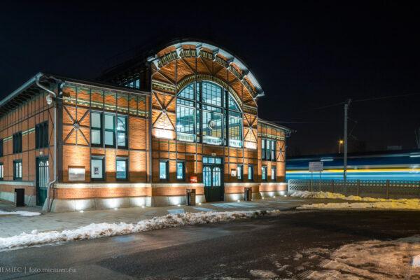 budynek dworca kolejowego w Chebziu