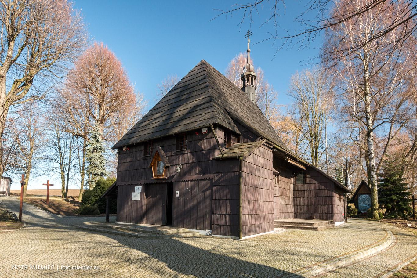 Drewniany kościół odpustowy pw. św. Krzyża w Pietrowicach Wielkich