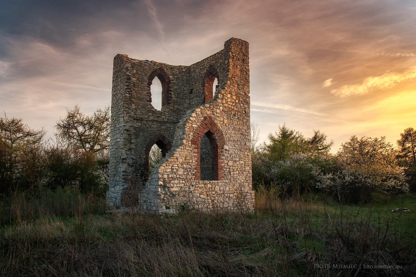 Rożniątów – ruiny kaplicy
