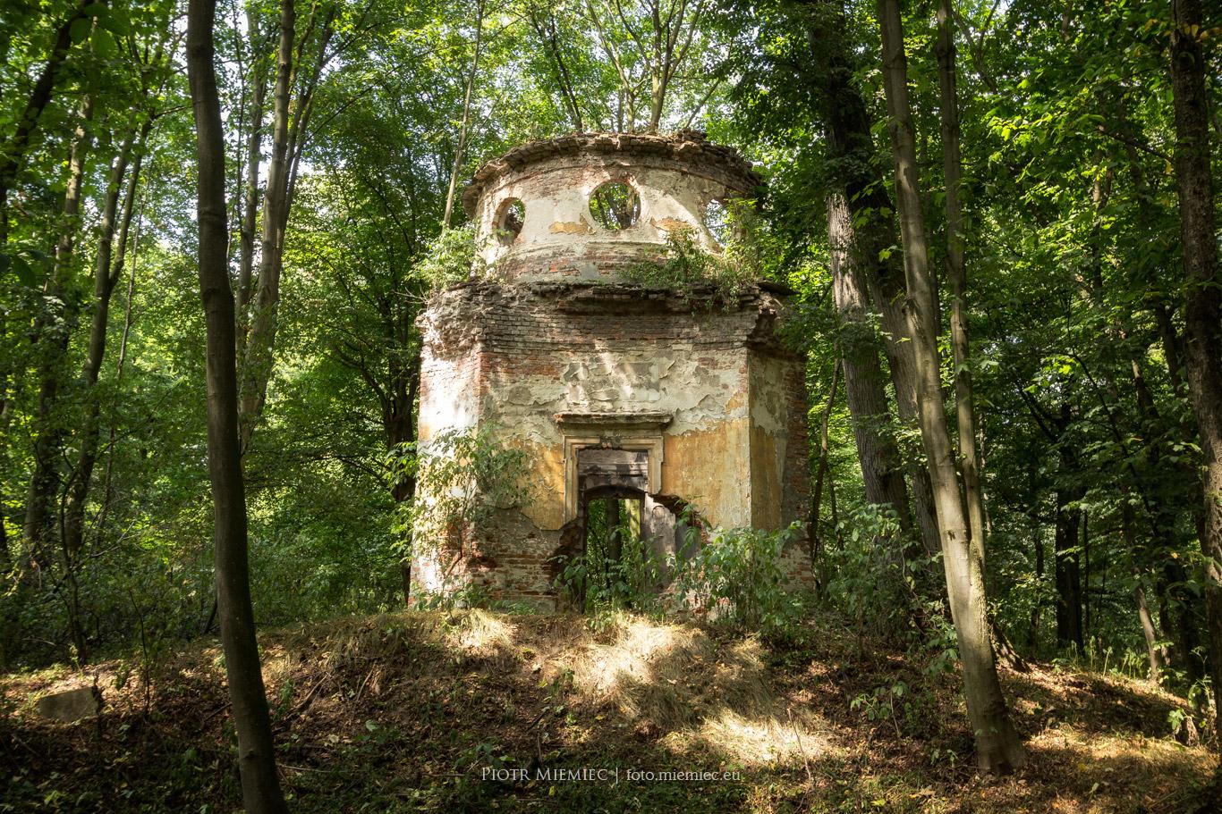 Sławięcice – ruiny mauzoleum