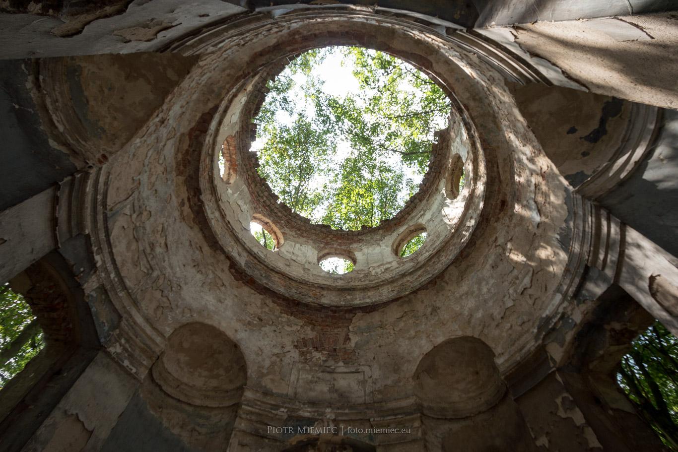 Sławięcice mauzoleum w parku