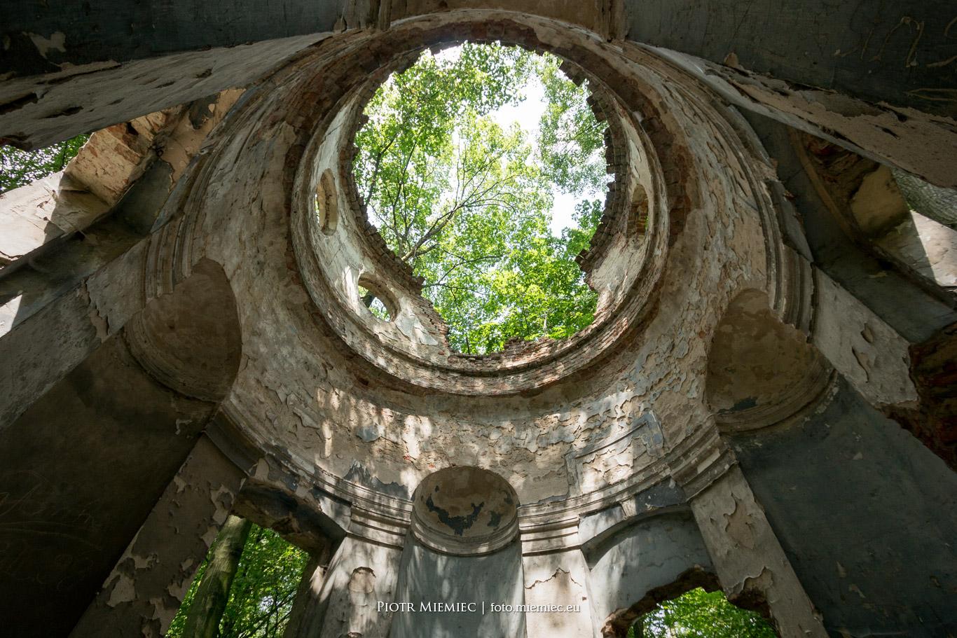Ruiny mauzoleum w Sławięcicach