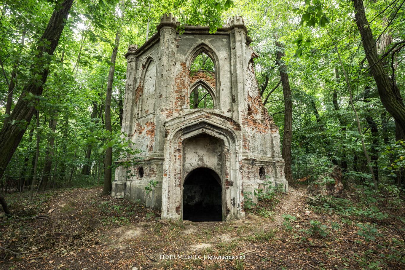 Sławików - ruiny kaplicy
