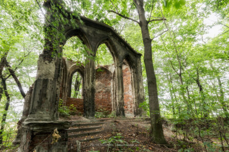 Sławików – ruiny kaplicy / mauzoleum