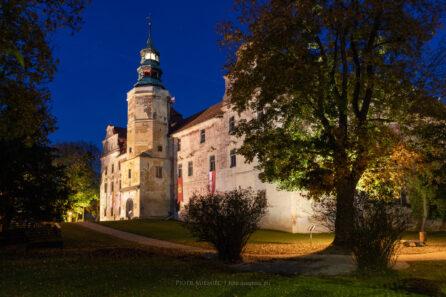Oświetlony zamek w Niemodlinie