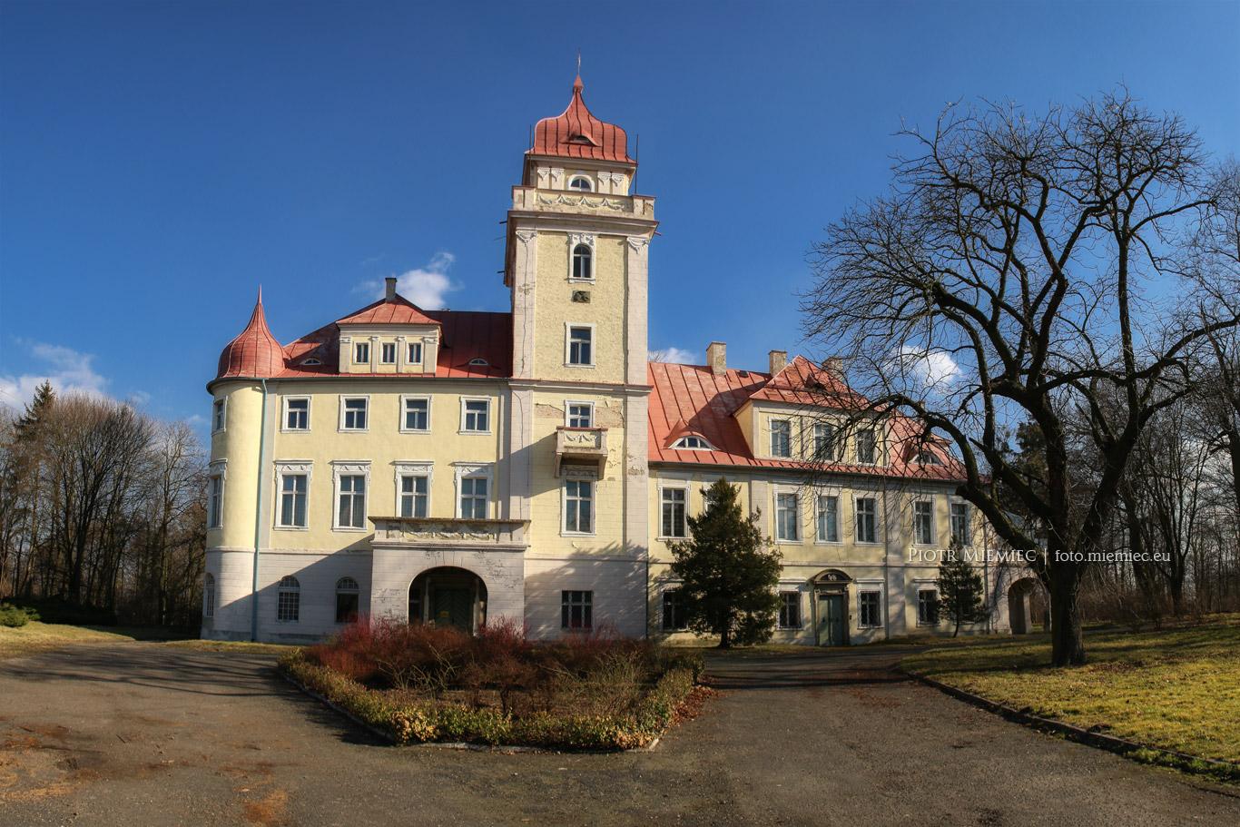 Pałac w Dąbrówce Górnej