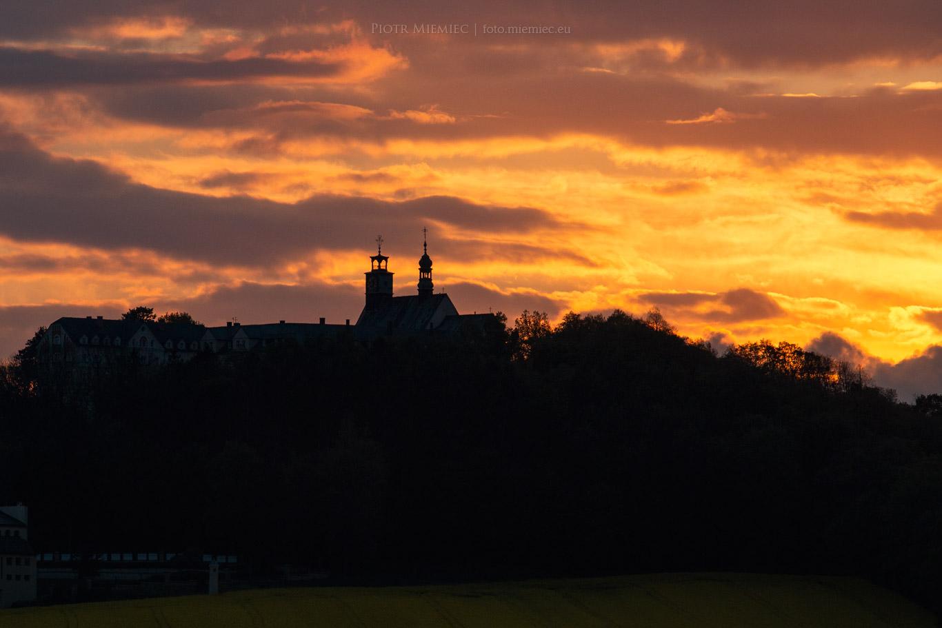 Góra Świętej Anny o zachodzie słońca