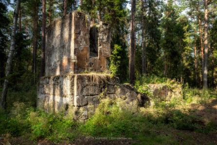 Bibiela – ruiny kopalni w środku lasu