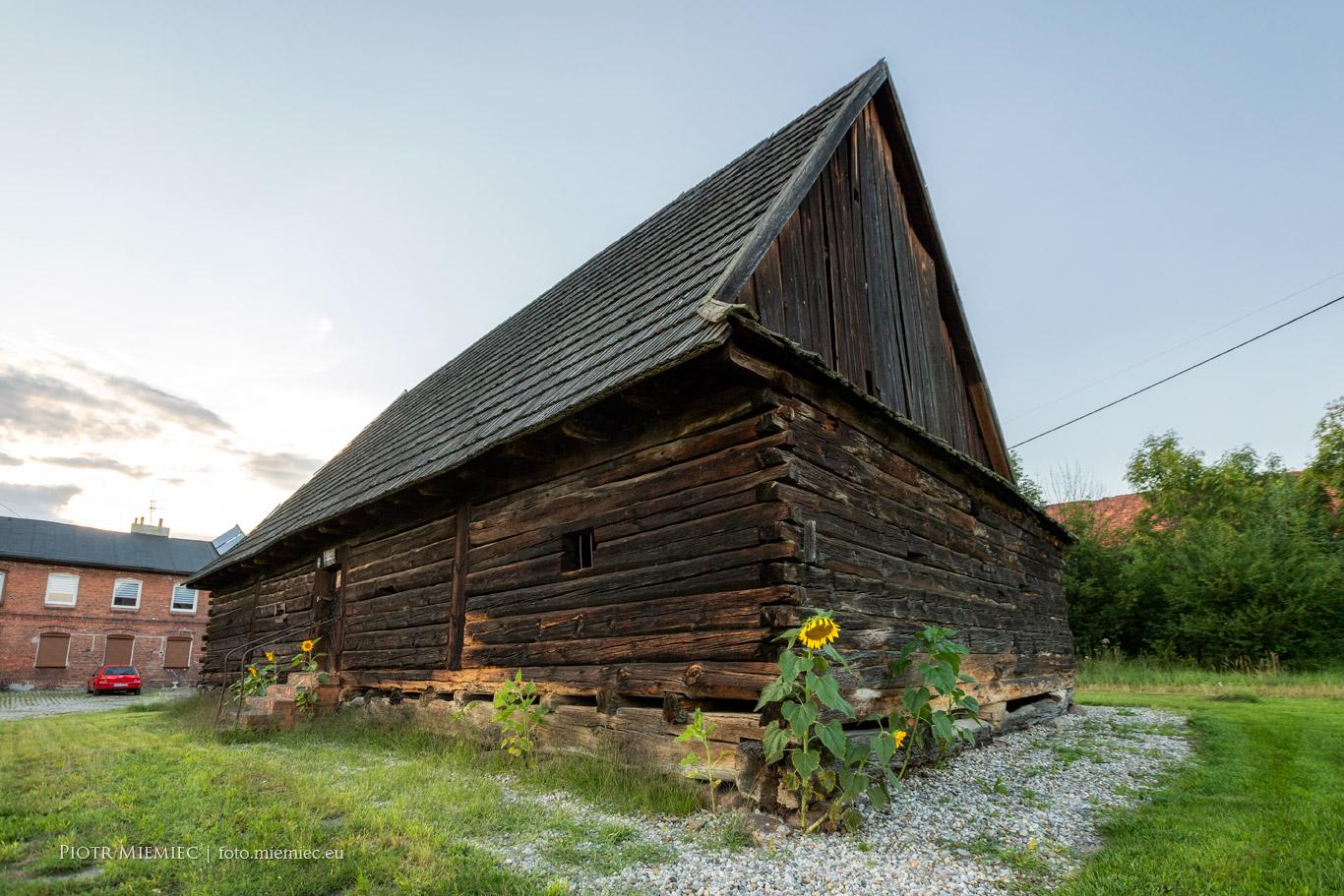 Drewniany spichlerz w Rachowicach