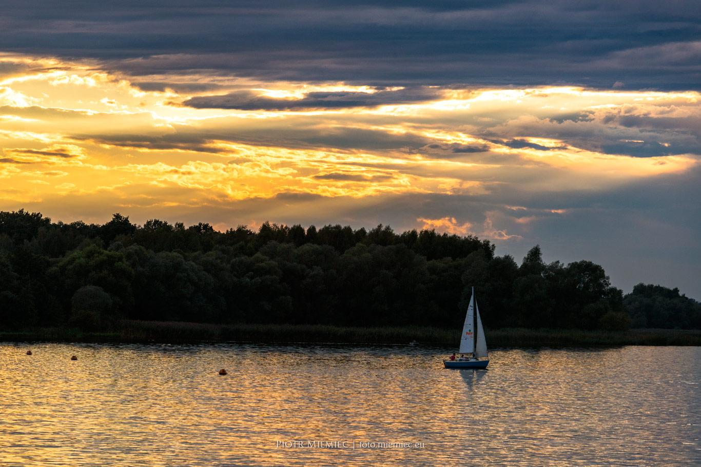 Jezioro Łąka zachód słońca