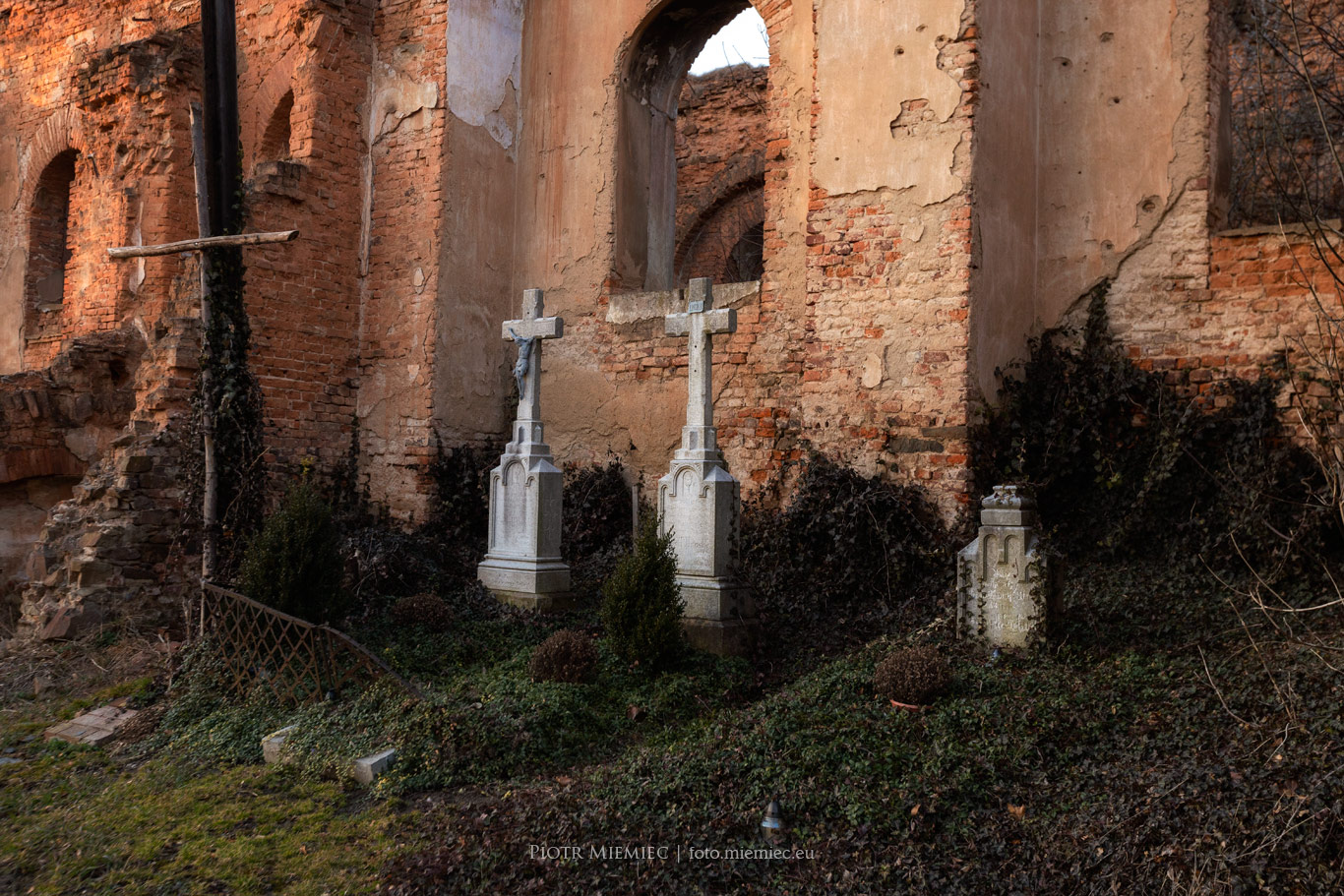 Wojnowice ruiny kościoła