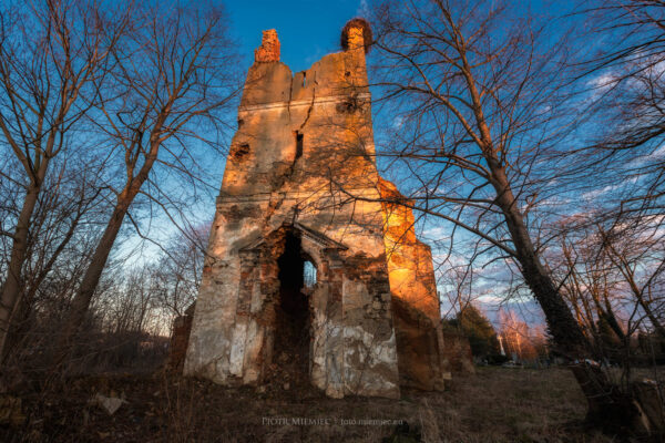Ruiny kościoła w Wojnowicach