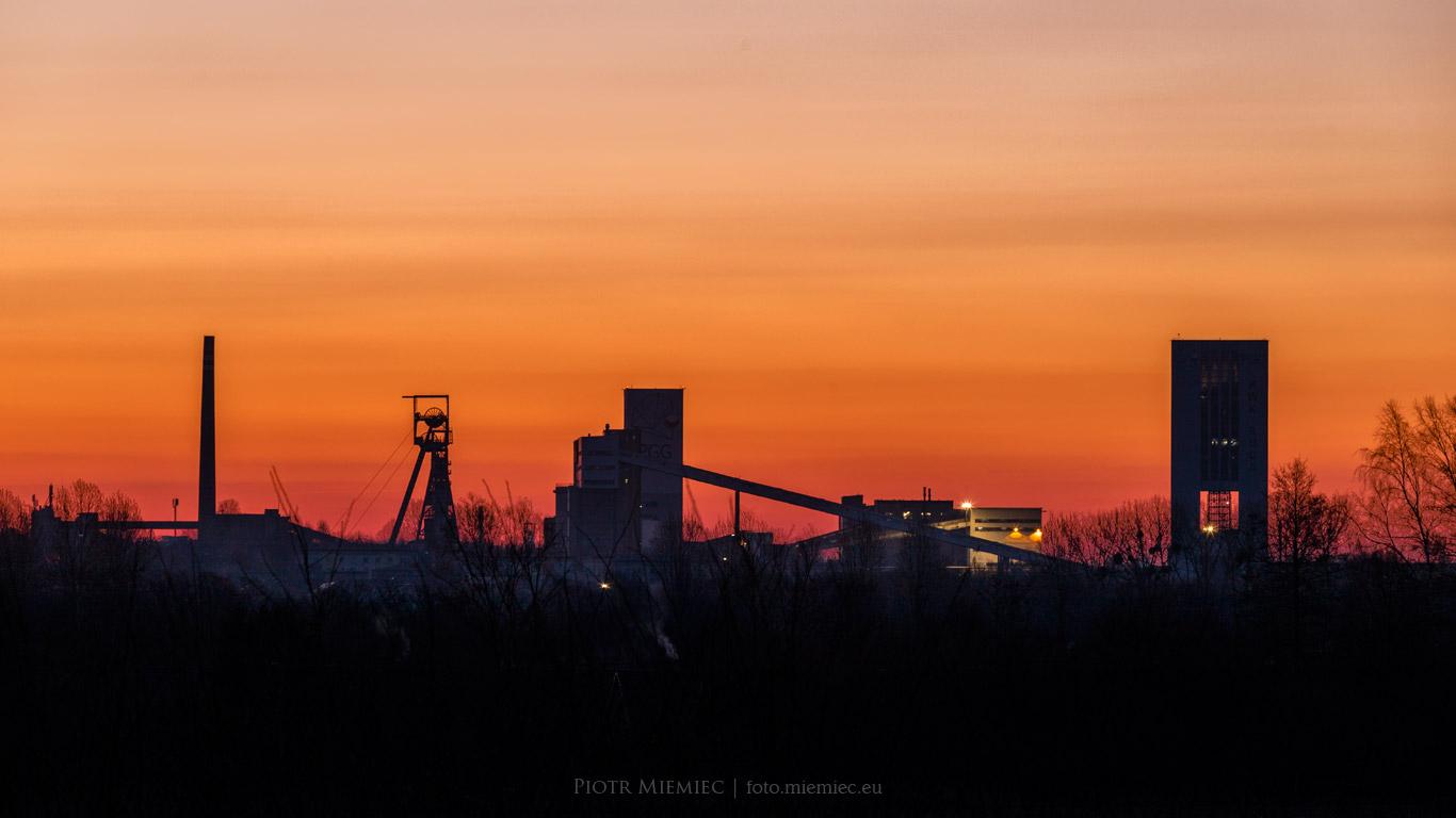 Kopalnia Bielszowice przed wschodem słońca