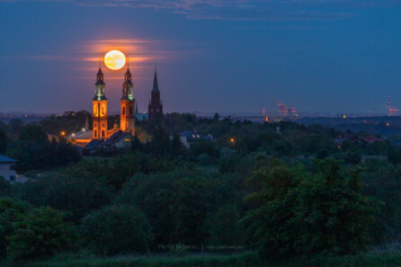 Wschód księżyca w Piekarach Śląskich